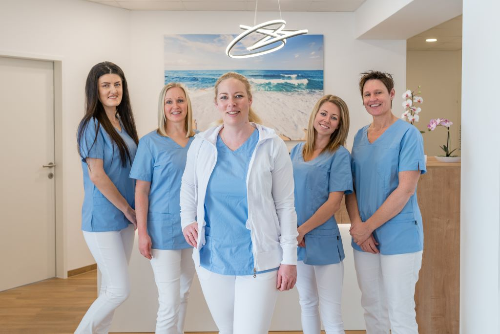 Das Team der Zahnarztpraxis Dr. Elisabeth Gruber